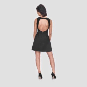 Elegancka sukienka Black MAMBA z dekoltem i odkrytymi plecami