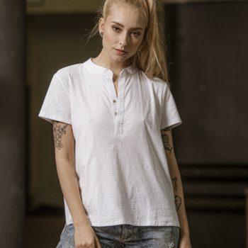 T-shirt NAP bawełniany z rozpinanym dekoltem krótki rękaw