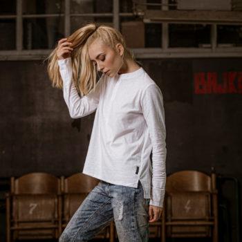 T-shirt NAP bawełniany z rozpinanym dekoltem długi rękaw